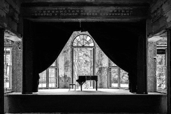 Klavier01 600x400 - neue Ausstellung im Mann-O-Meter